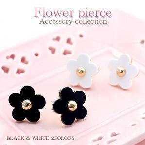 ♪大きめフラワー♪キュートなお花のピアス♪チタンポスト使用♪ホワイト&ブラック/SL-1263